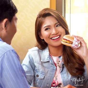 For young celebrity Nadine Lustre, nothing beats the langhap-sarap goodness of Jollibee's Cheesy Bacon Mushroom Yum