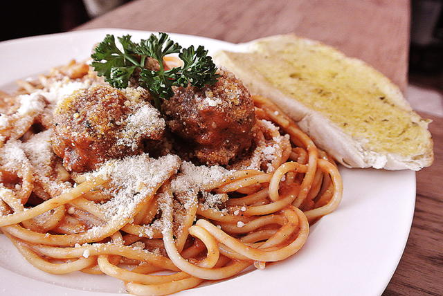 spaghetti-with-meatballs-a-sure-winner-for-kids-and-pasta-lovers